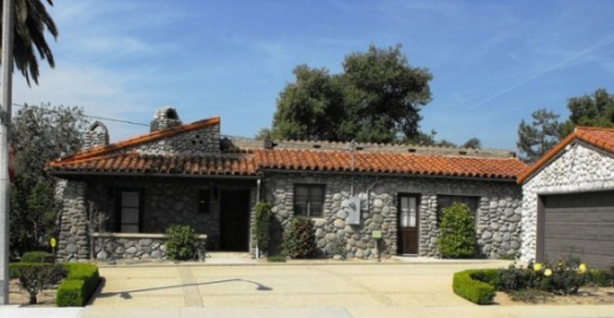 This historic California home has a few old orange trees lined in rows. The detached garage very much looks like it was done later, but it is a very good match. No one could be unhappy with it.