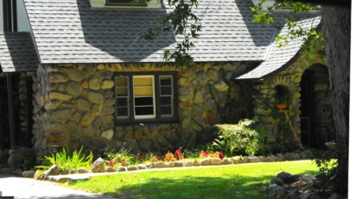 Large boulders are used here in this home in La Verne. Notice the curved entrances and window openings. The vertical accent over the windows is a common treatment. This home reflects a traditional east coast storybook style home.