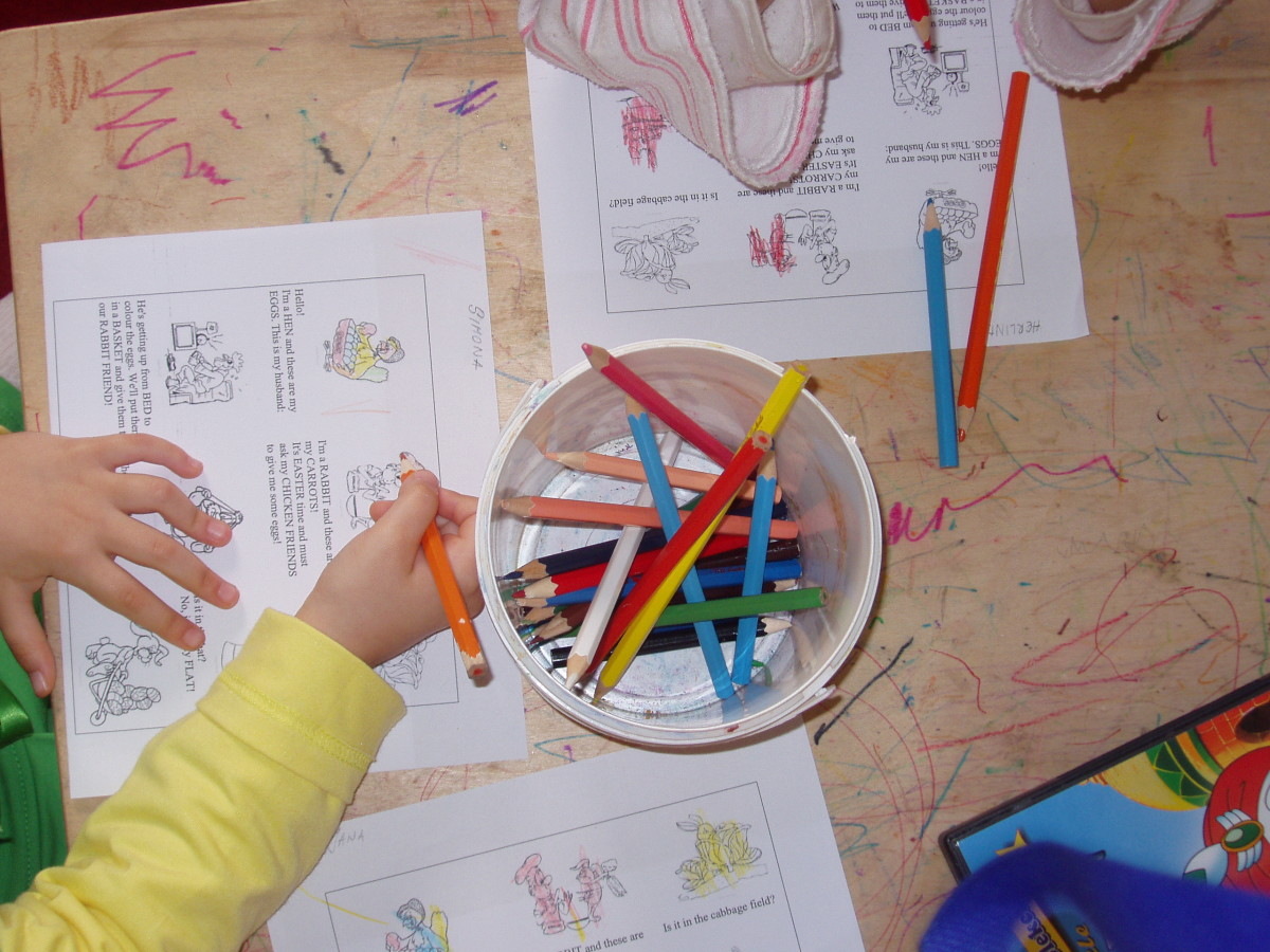 Use drawings and colouring page sheets to introduce new words in English language to preschool second language learners