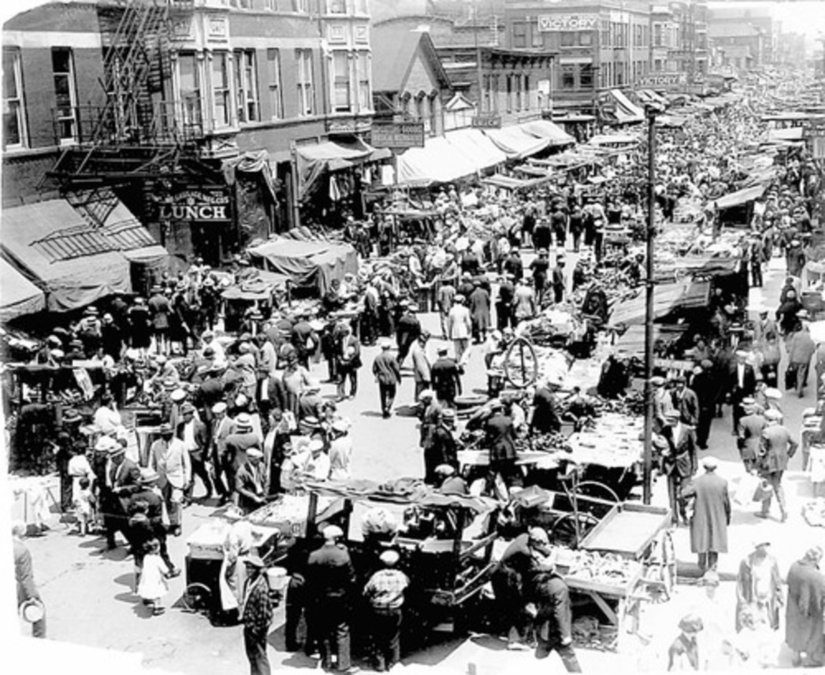 MAXWELL STREET CHICAGO (PHOTO FROM 1927)