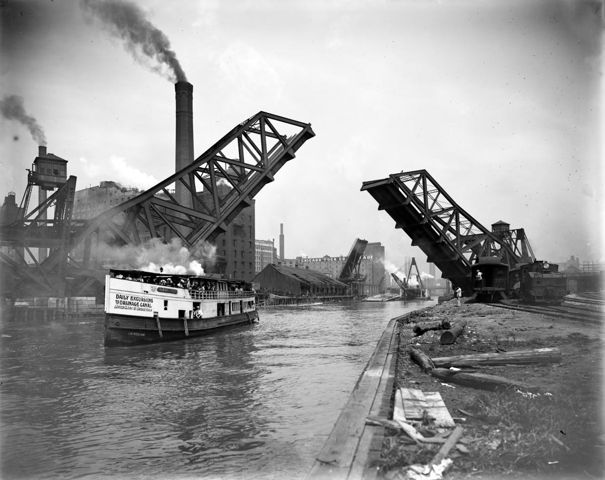 CHICAGO RIVER 12TH STREET BRIDGE IN 1909