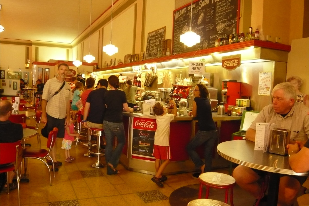 Woolworth Soda Fountain, Asheville NC. Listed in the National Register of Historic Places in the US. Photo by Jane023 (Own work) [CC-BY-SA-3.0], via Wikimedia Commons
