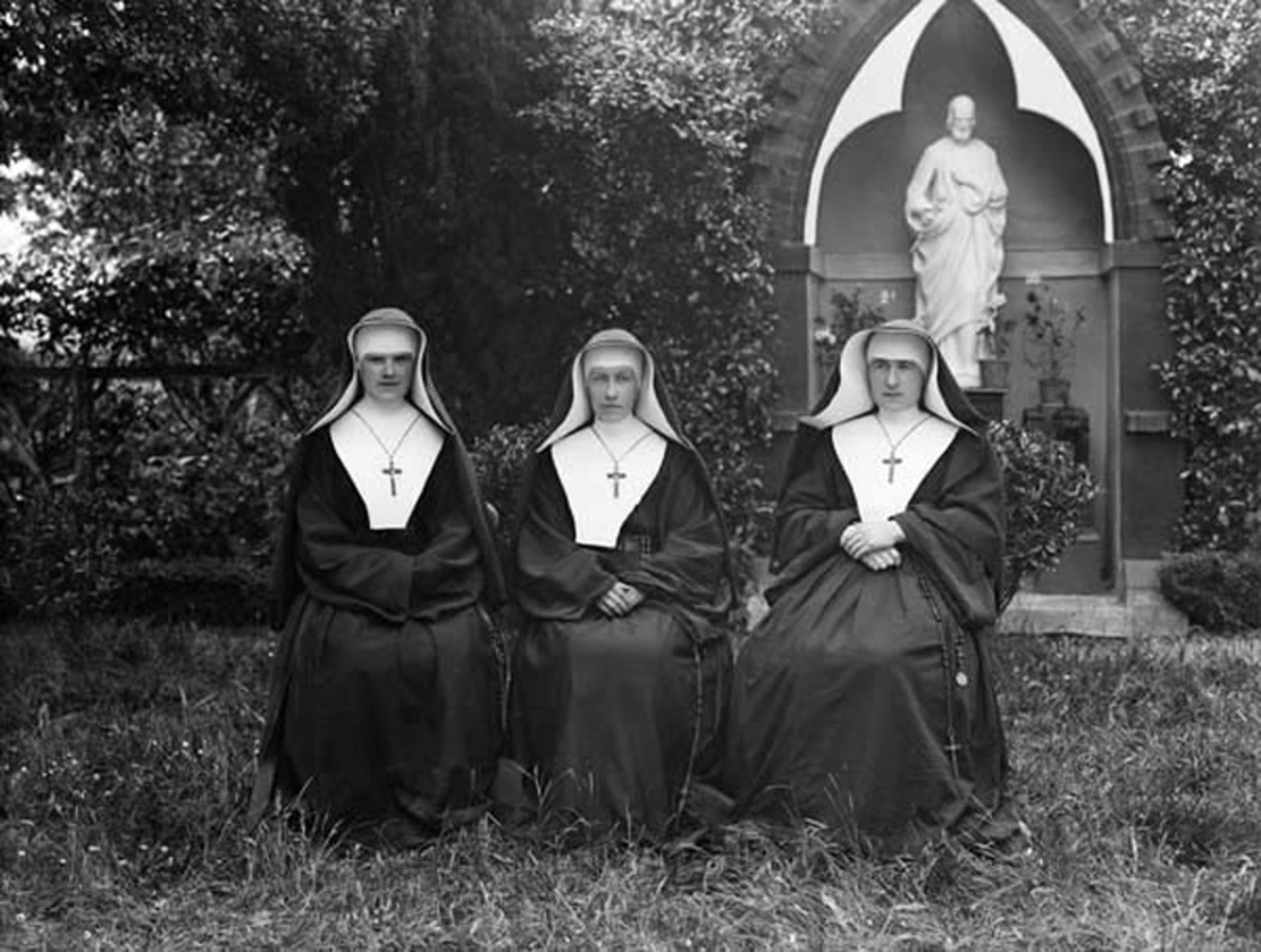 Irish Sisters of the Holy Faith nuns in 1915.