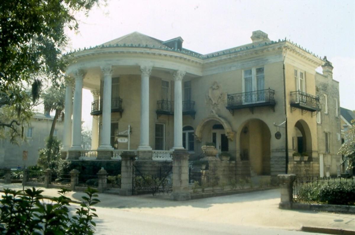 Antebellum mansion, Savannah, Georgia.