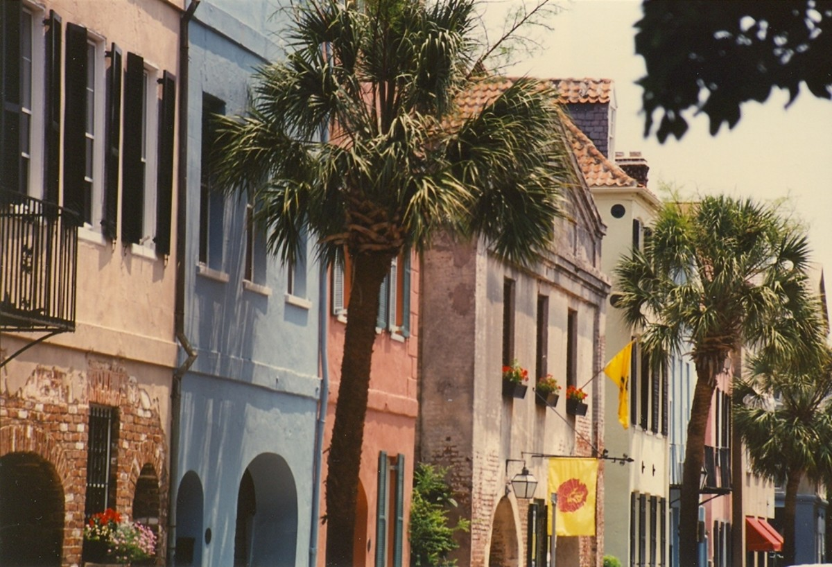 The pastel-colored historic buildings make Charleston's streets colorful.