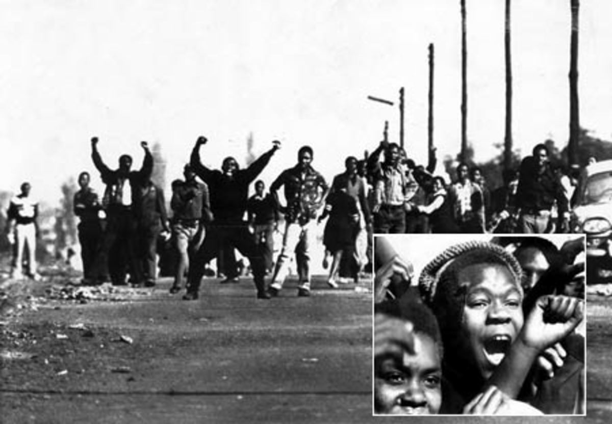 Soweto Youth confronting and fighting against the police in 16 June 1976 and daring the advancing police. Inset: Blood oozes from a Soweto Youth after being hit by a Rubber bullet fired by cops