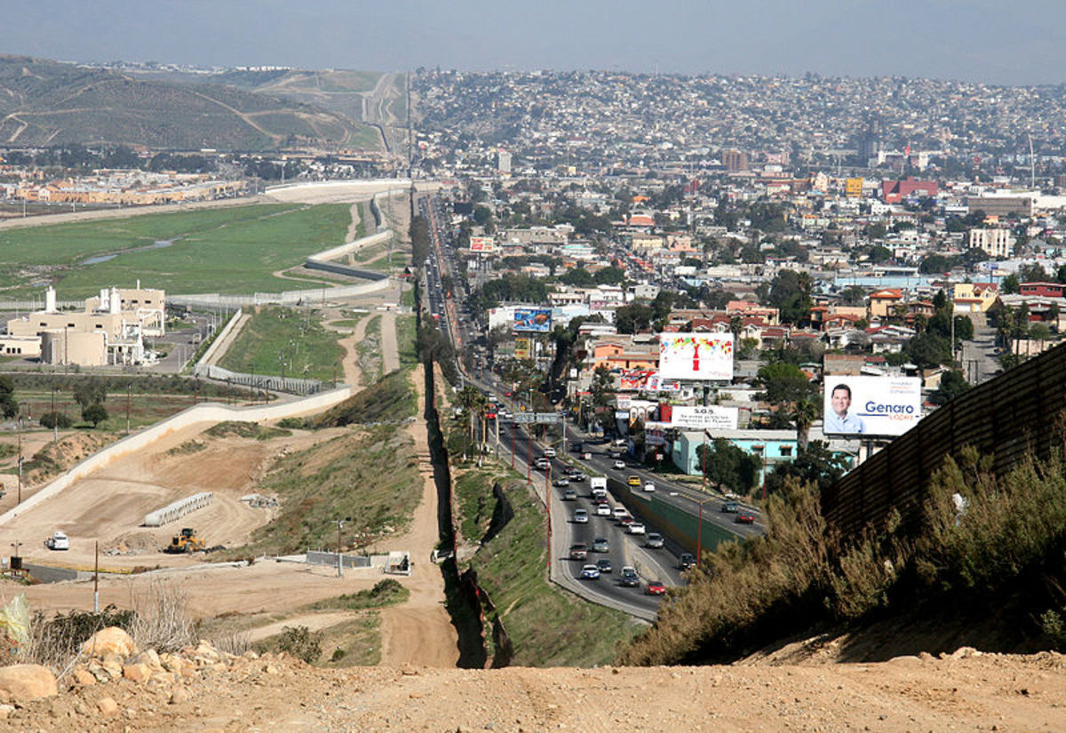 US-Mexican border, Tijuana, Mexico.  Tijuana is to the right.  Image by Sgt. Hyde, courtesy Wikimedia Commons.