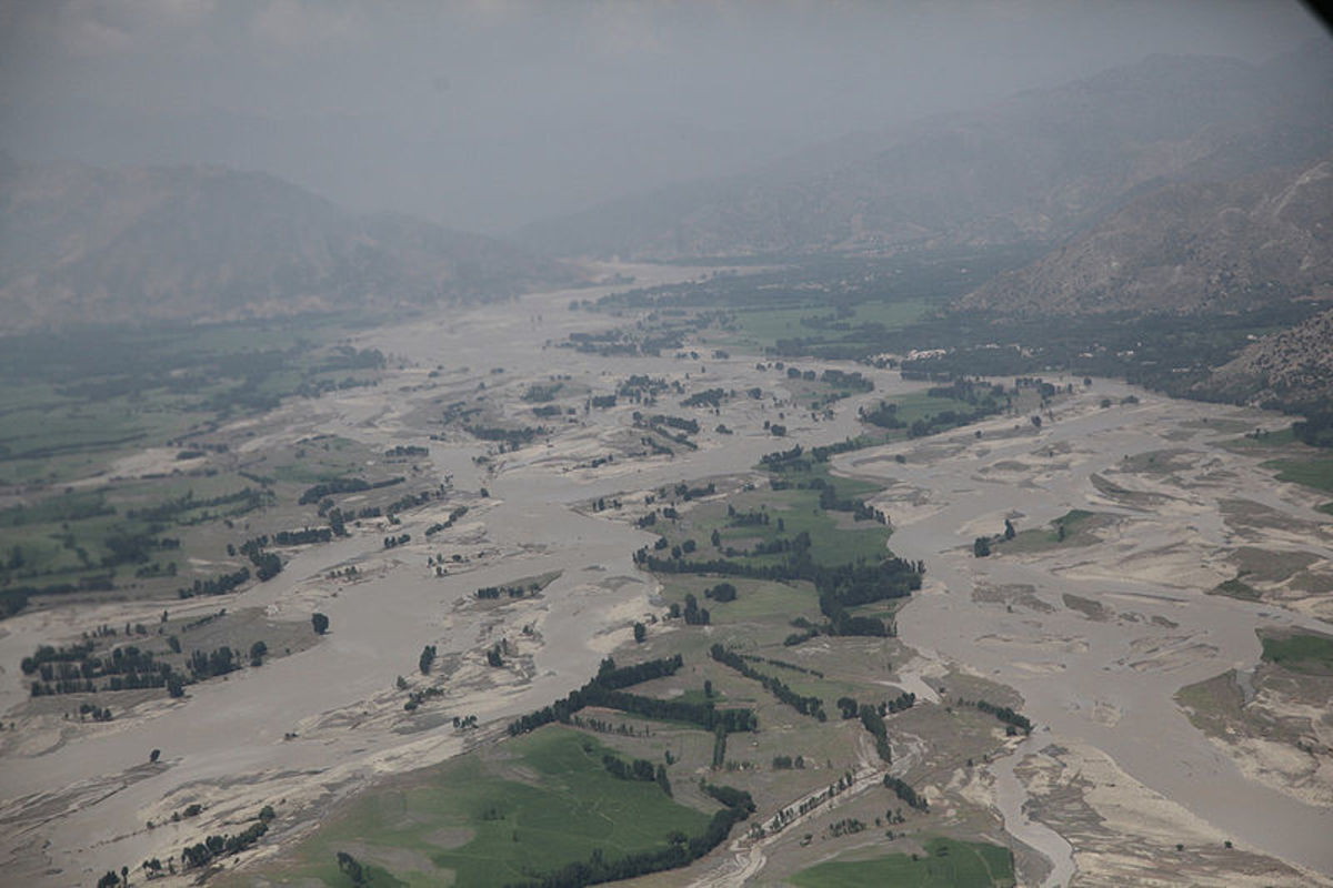 Flooding, Pakistan.  Image courtesy US DOD & Wikimedia Commons.