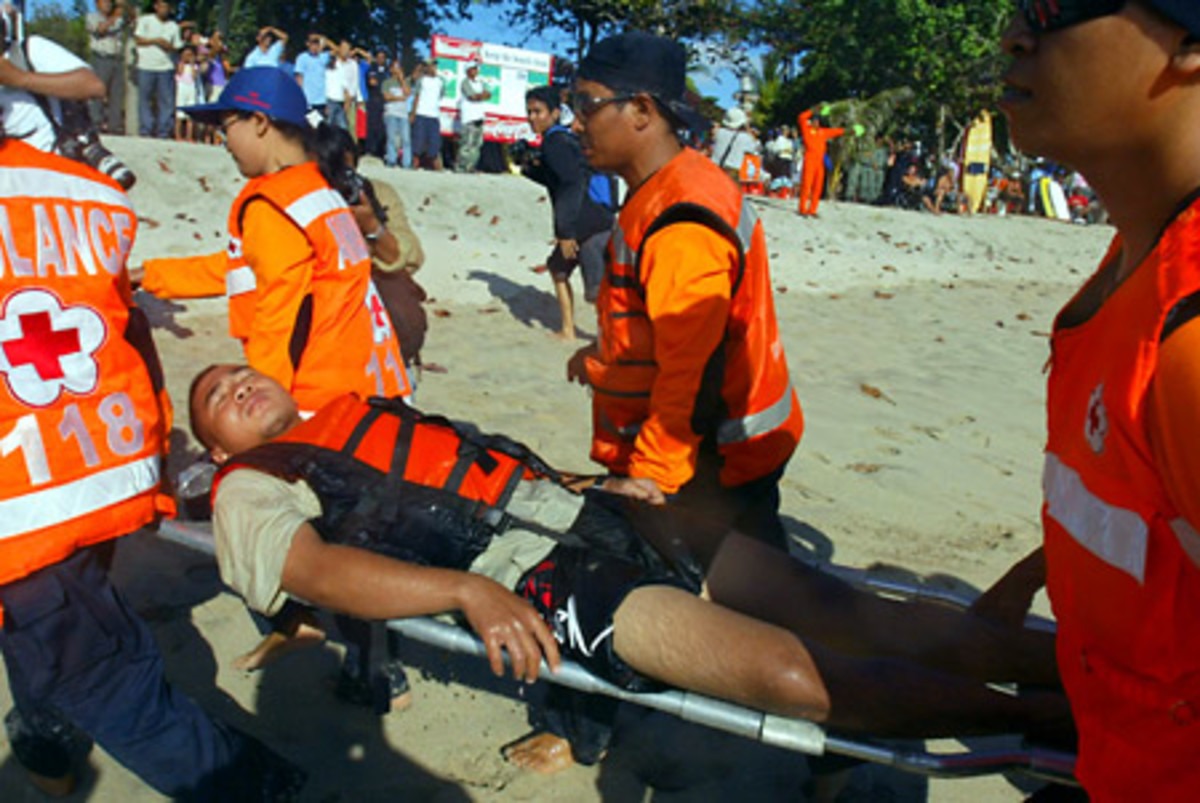 Help: Rescue teams carry away a man injured by a tsunami