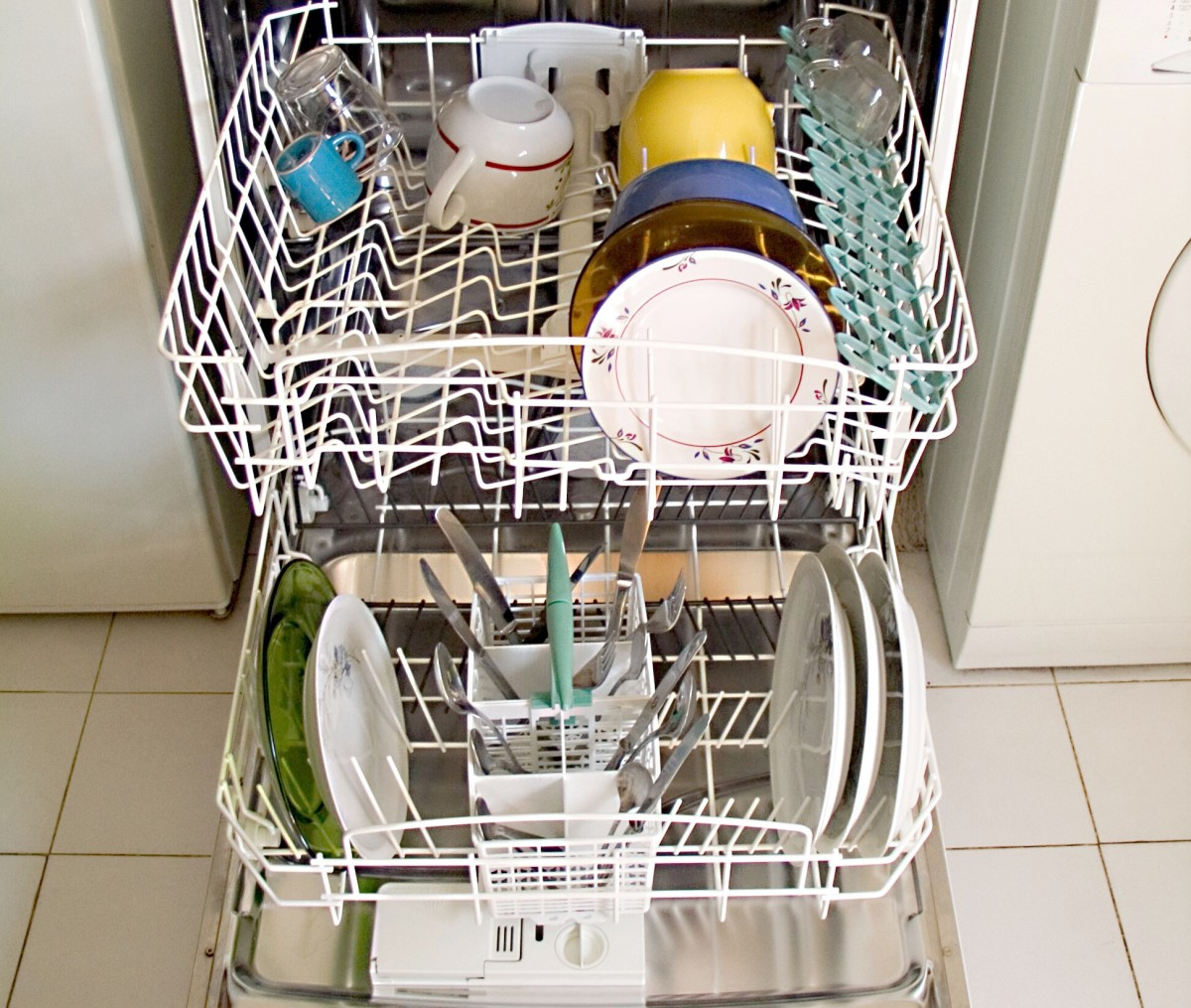 Very hot water in dishwashers and washing machines can cause chloroform to vaporize from chlorinated water.