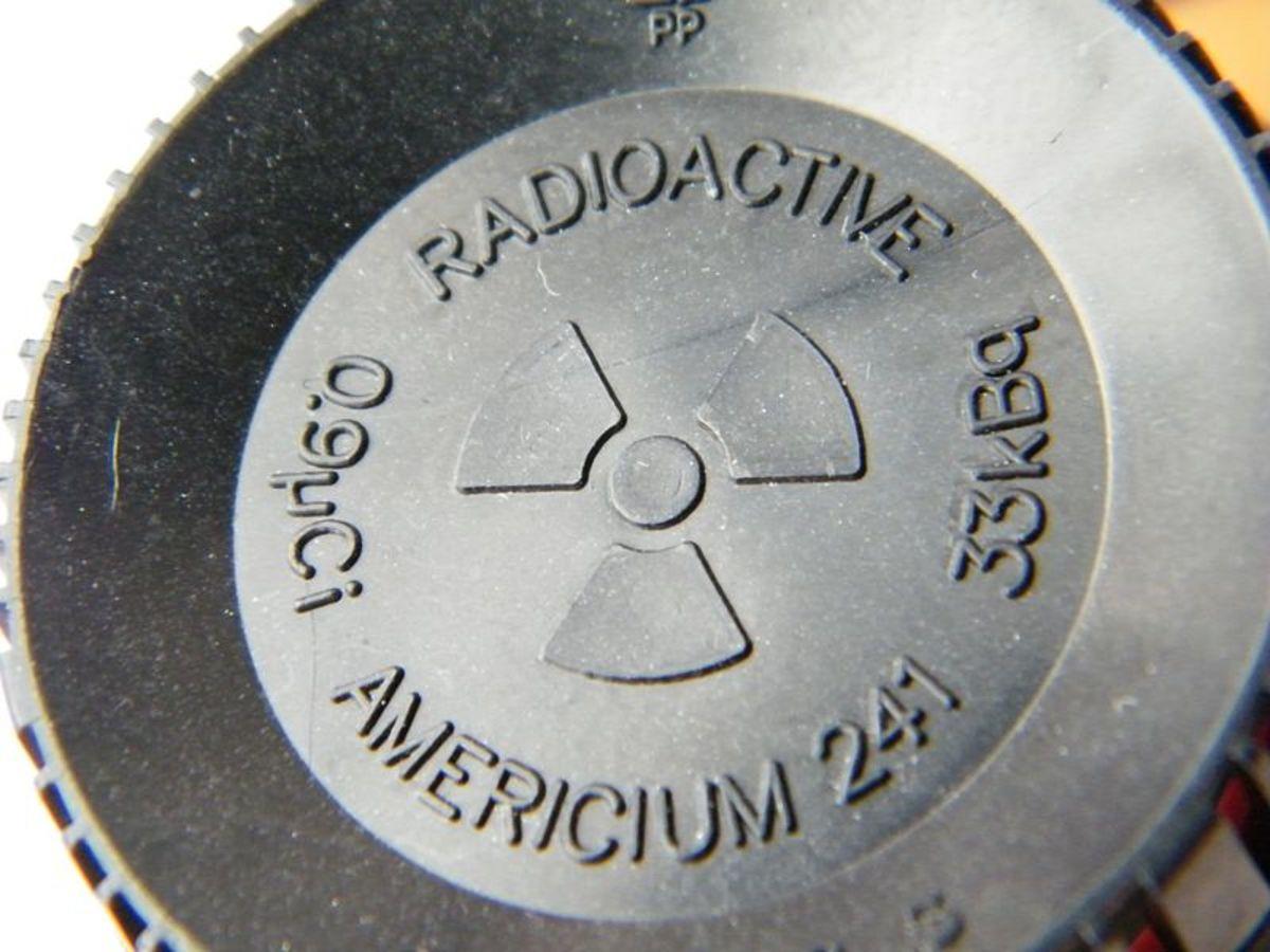 Smoke detector warning label