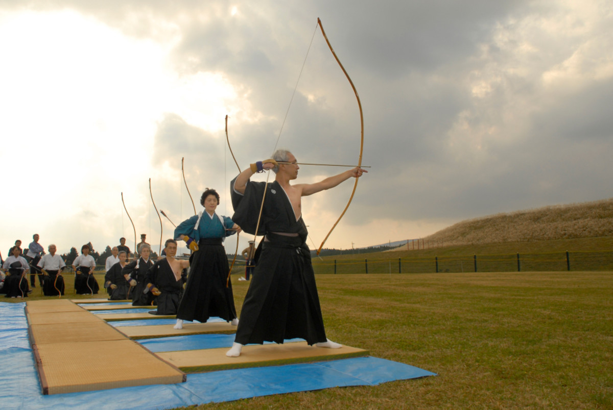 Kyudo practitioners, men and women