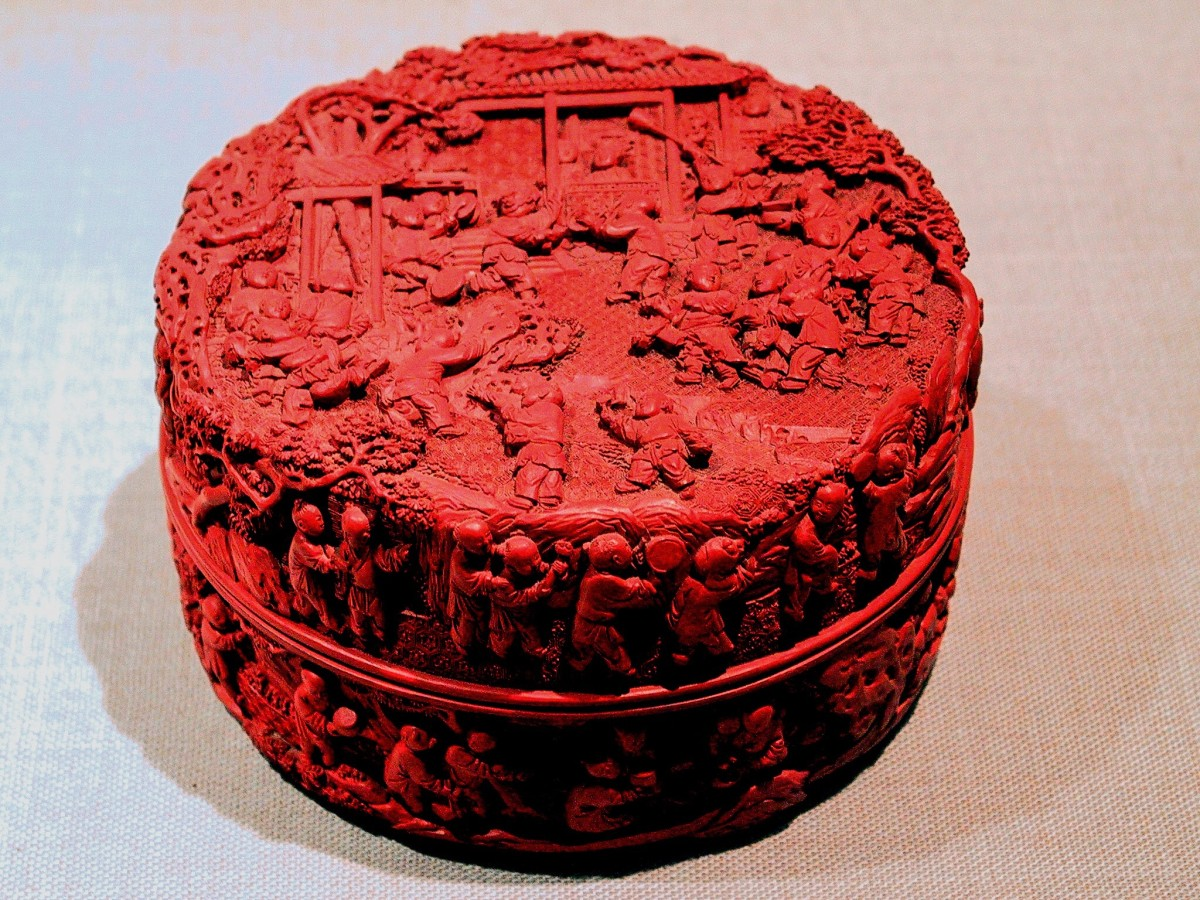 A cinnabar lacquer box from China, 1736 - 1795