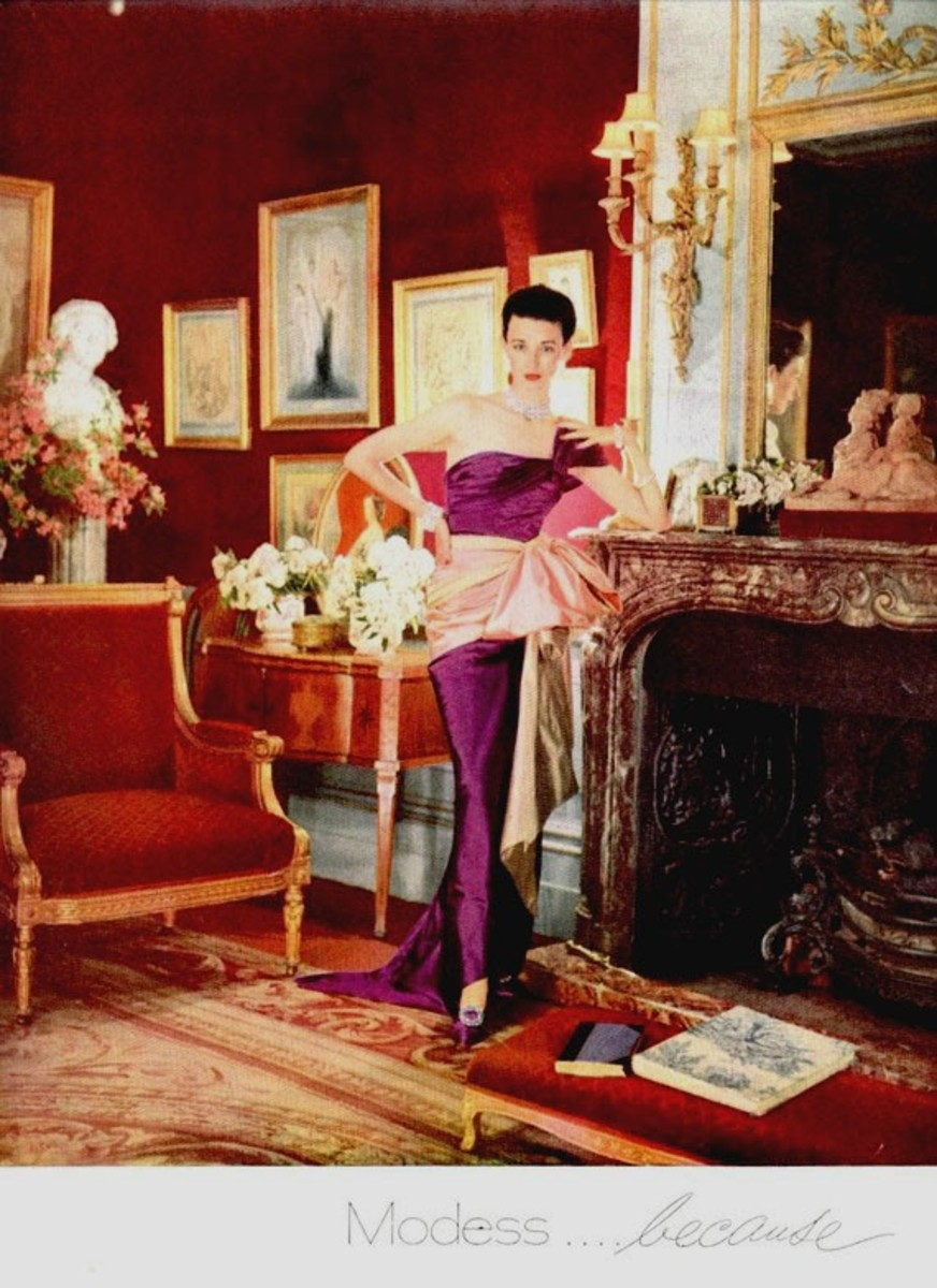 Modess was advertised as the pad of the upper class in the 1940s, 50s and 60s. The company used this high fashion theme for its ad campaigns well into the 50s and 60s.