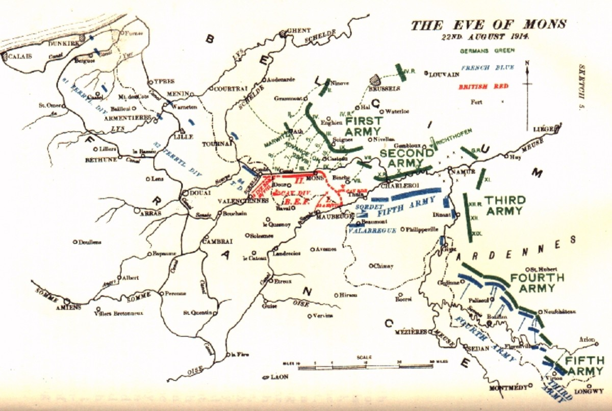 Positions on the eve of battle. The Germans are dark green, the British are red, and the French are blue.