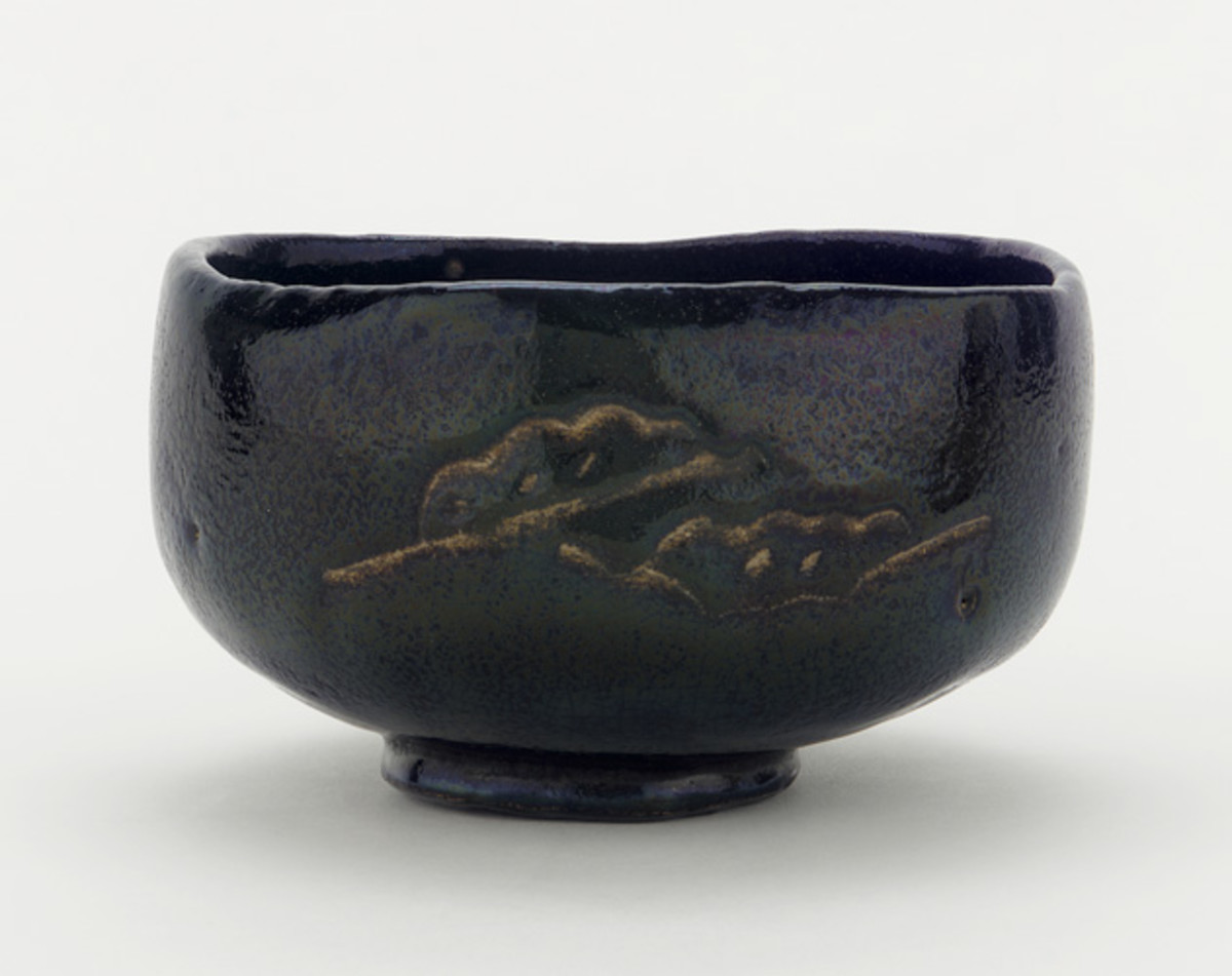 A 17th or 18th century-era chawan with pine boughs and interlocking circles on display at the Freer Gallery of Art in the Smithsonian Institution, Washington, DC, USA. This piece was made in an unknown raku kiln in Kyoto.