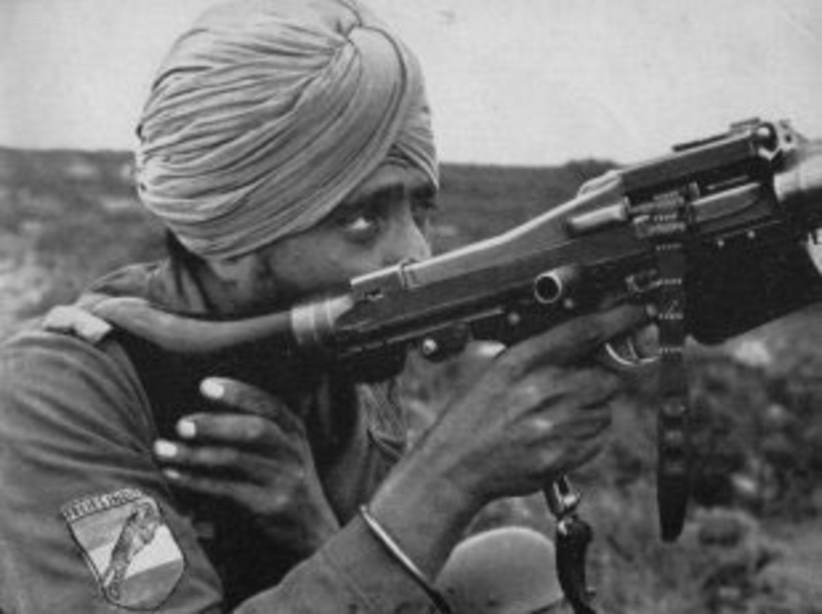 An Indian soldier using an MG42. Note the patch on his forearm, a Tiger over top the Indian national colors (a unit patch of the Indische Legion).