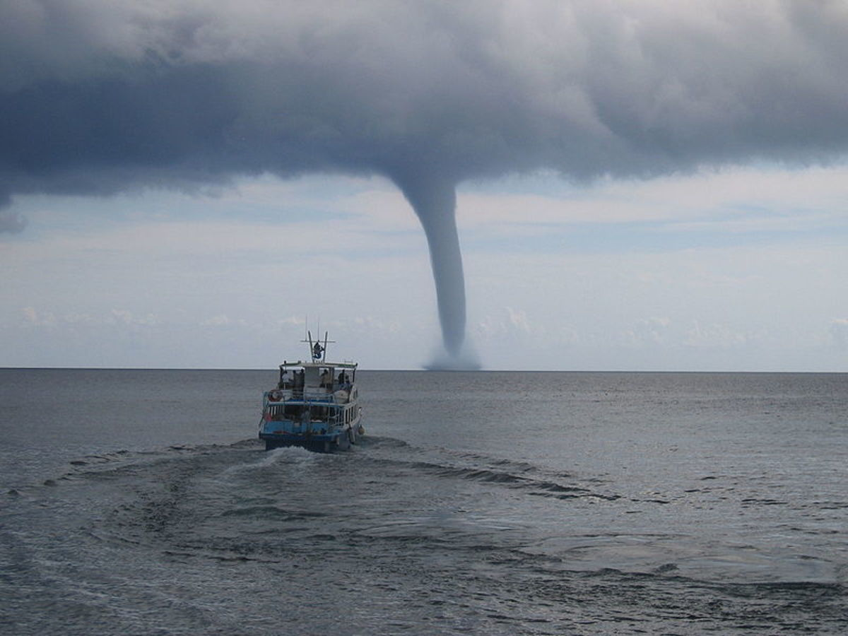 A tornadic waterspout off the coast of Mallorca
