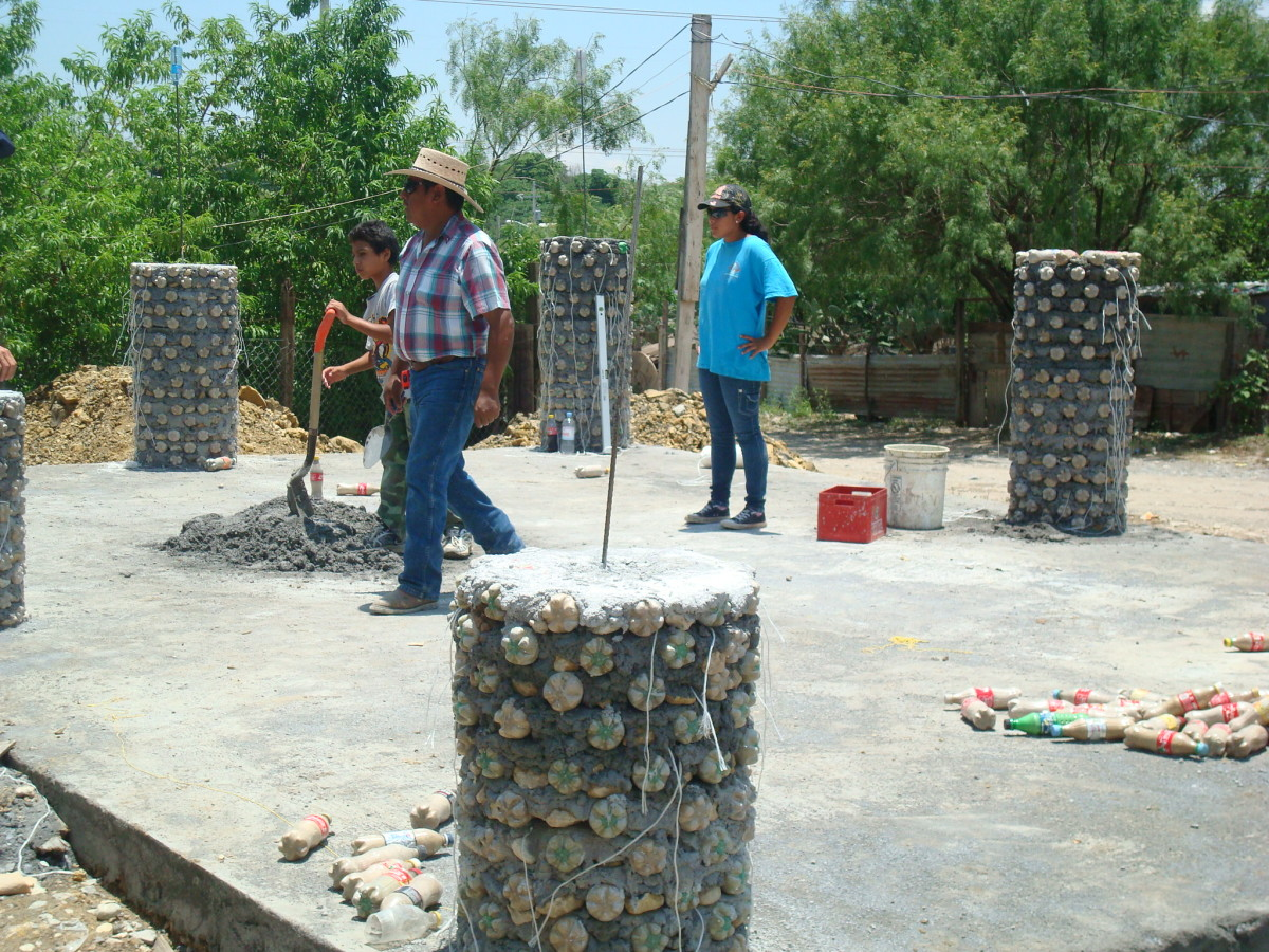 building support columns from plastic PET bottles