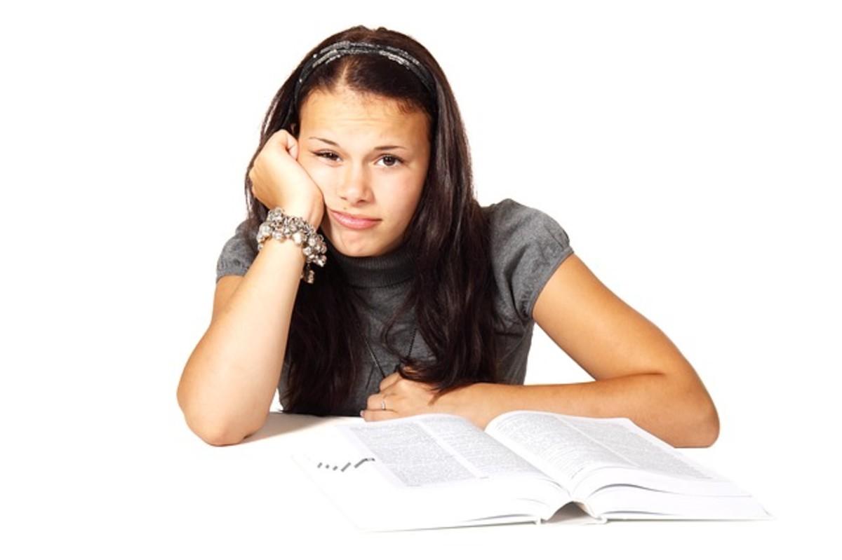 出国留学意味着学费和日常生活费用的增加。可能会有语言和文化障碍需要克服。远离朋友和家人也会很孤独,情绪压力很大。