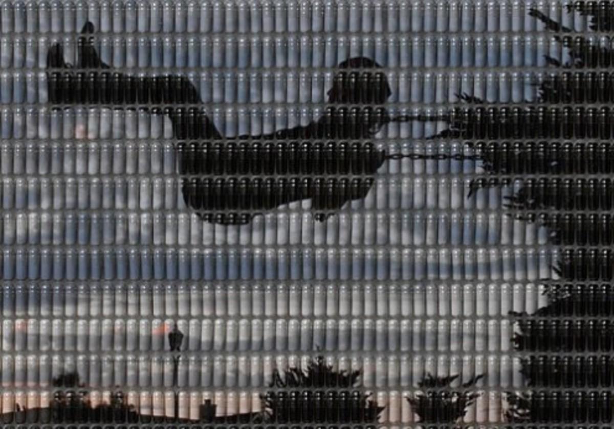 """Hope"" Detail, Andy Diaz, 2006 (Digital photograph reassembled in pill capsules.)"