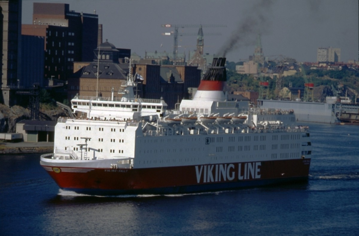 MS Estonia started out as the cruiseferry MS Viking Sally (seen here in Stockholm circa 1980s). MS Viking Sally was sold to Estline in 1993 and renamed MS Estonia