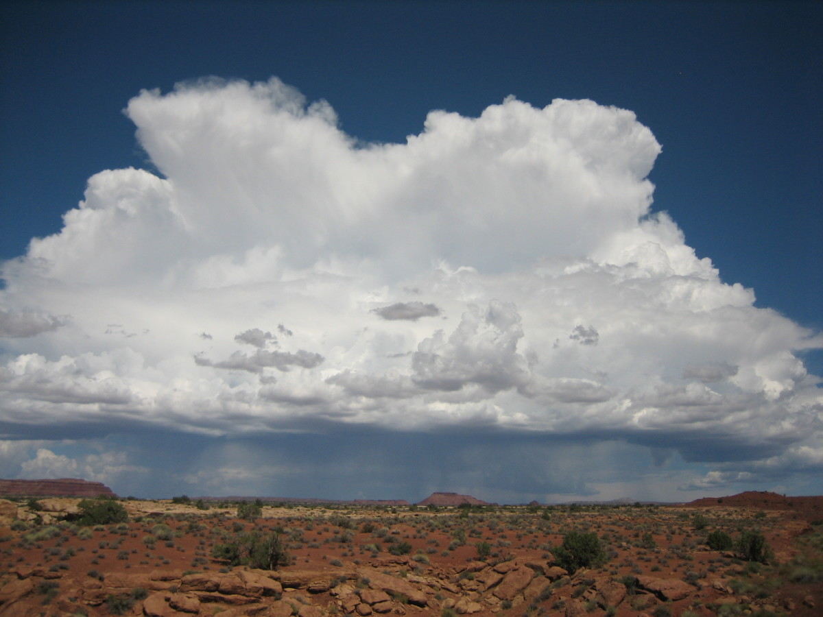 A cumulonimbus cloud near White Canyon, Utah
