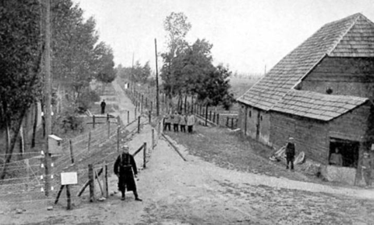 WW1: The high voltage border obstacle on the Belgian Dutch border of 1915-1918 from the Dutch side.