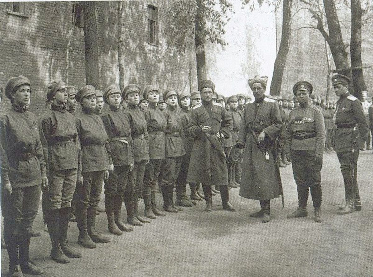"WW1: Volunteer ""1st Women's Death Battalion"" of Russian Army of Mariya Bochkareva (Yashka). Petrograd. Summer 1917"