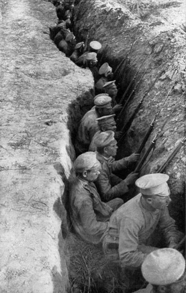 WW1: Russian troops in a rear-guard trench awaiting a German attack on the Eastern Front.