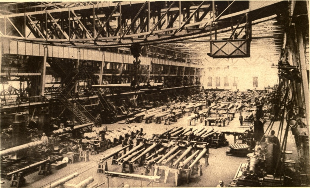 WW1: Making guns for the German Army and Navy in one of Krupp's factories. Circa 1915.