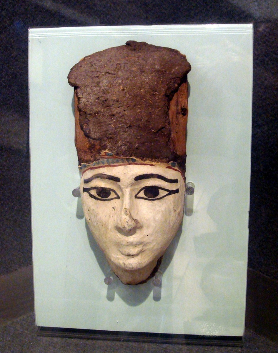 Ancient Egyptian eye make-up was often very thick and pronounced like on this mask that is displayed at the Egyptian Museum in Milan.