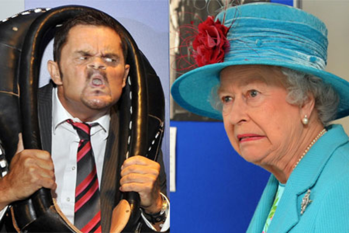 Queen: This man looks ghastly. Is he ill? Man: Why pull such a face? I'm trying my best.