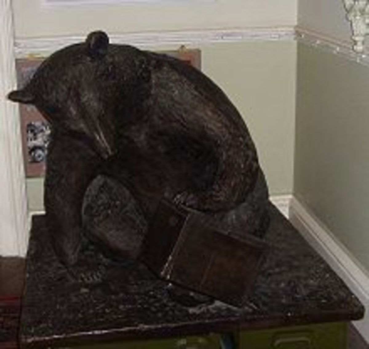 Sculpture: a tribute to bear abuse.