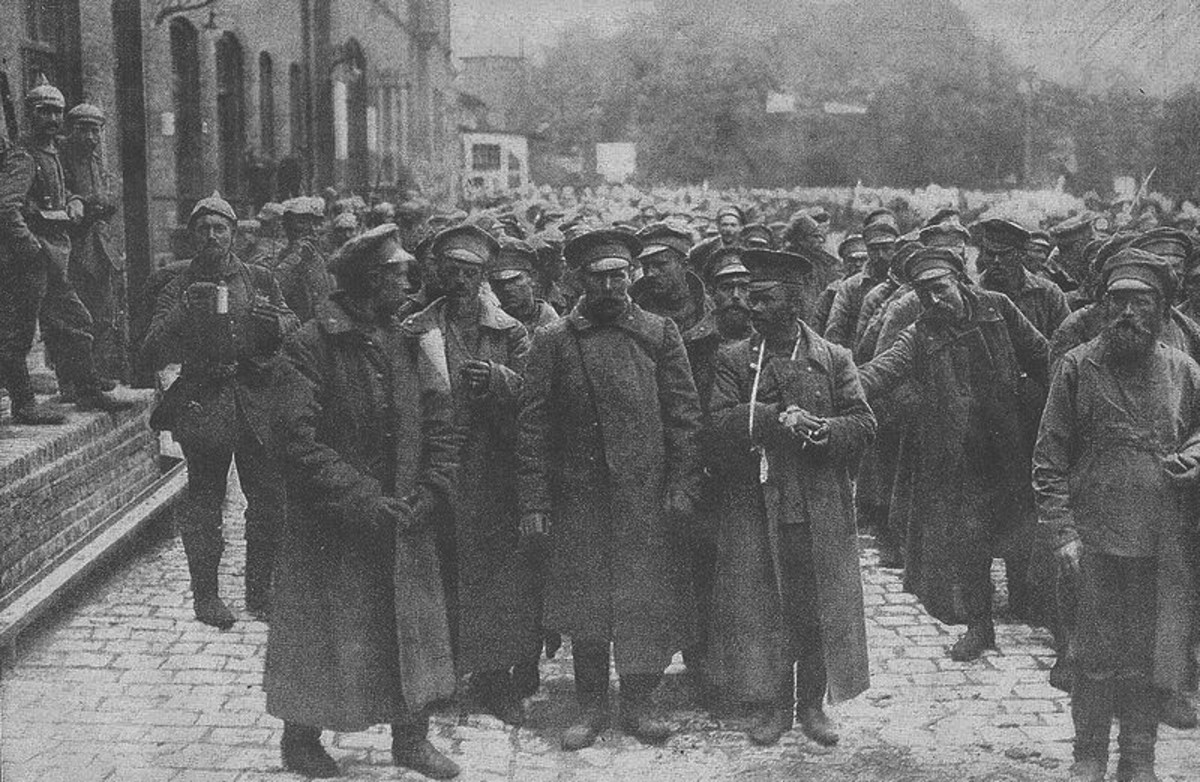 WW1: Captured Russian soldiers at the Tilsit train.