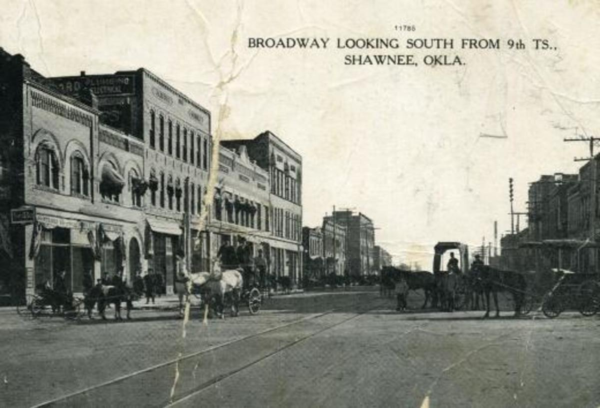 Broadway looking south from 9th street: late 1800s/early 1900s