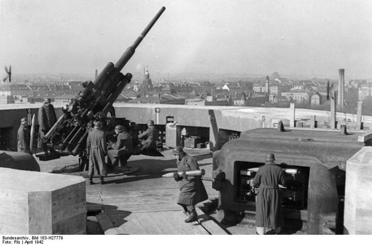 Berlin G-Tower (first generation Combat Tower) showing 128 mm anti-aircraft gun and crew. Later to be replaced by twin-mount 128 mm.