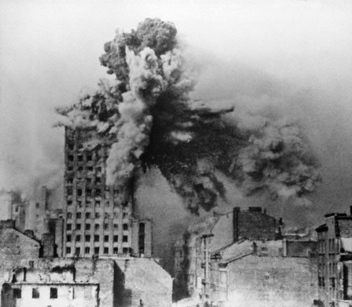WW2: Warsaw Uprising. On August 28 the Prudential building was hit by a 2-ton mortar shell from a Karl Morser (mortar).