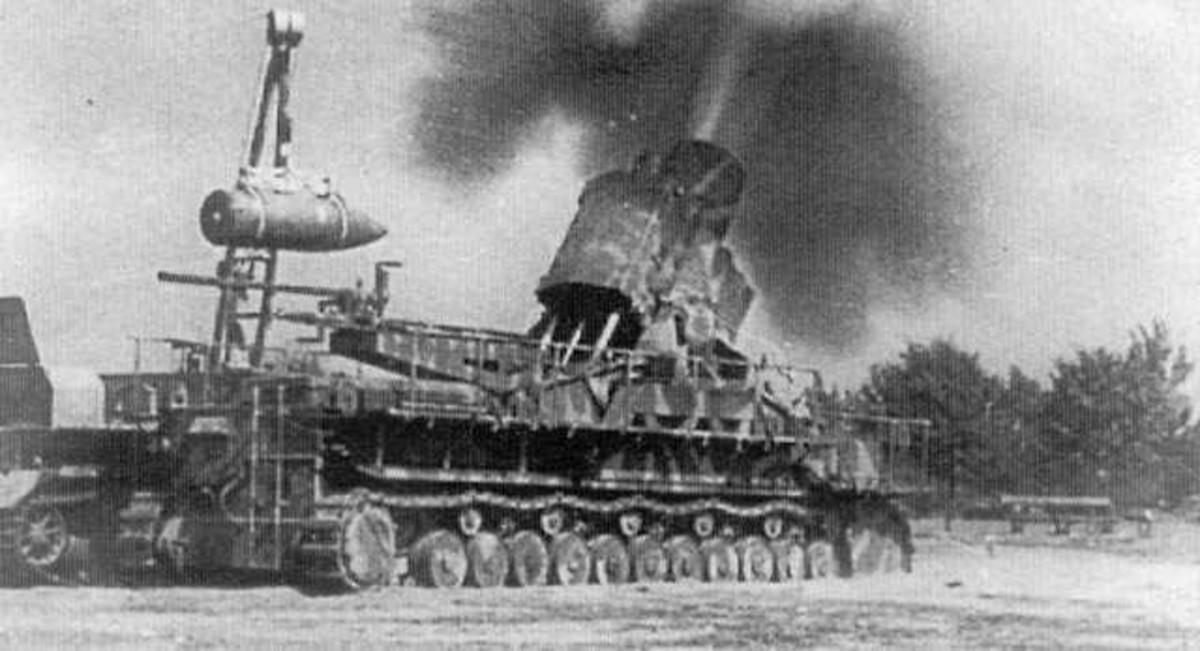 World War II: 60 cm Karl Morser firing on Warsaw, August 1944