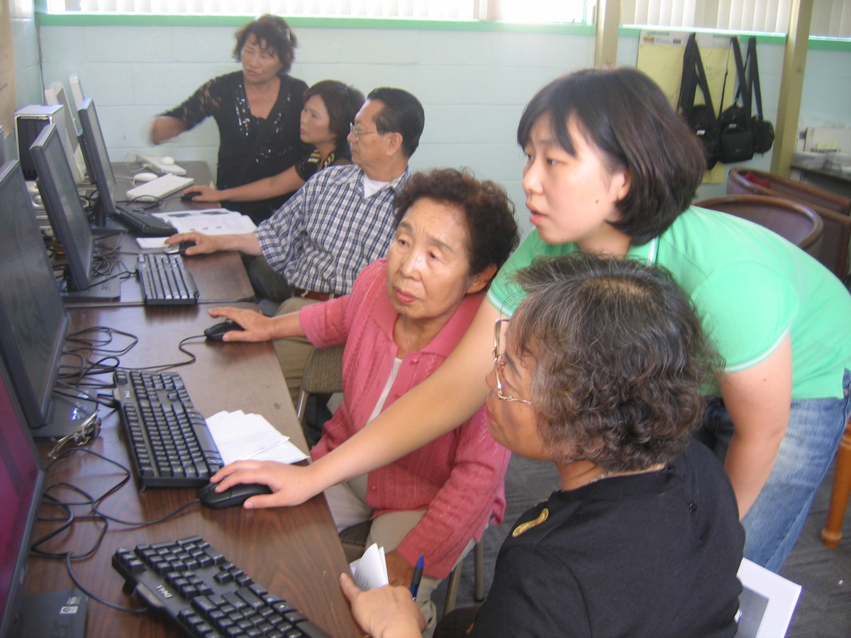 A senior computer class in Korea.