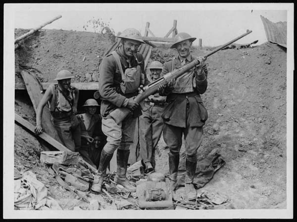 World War I: British officers with a captured German anti-tank rifle.