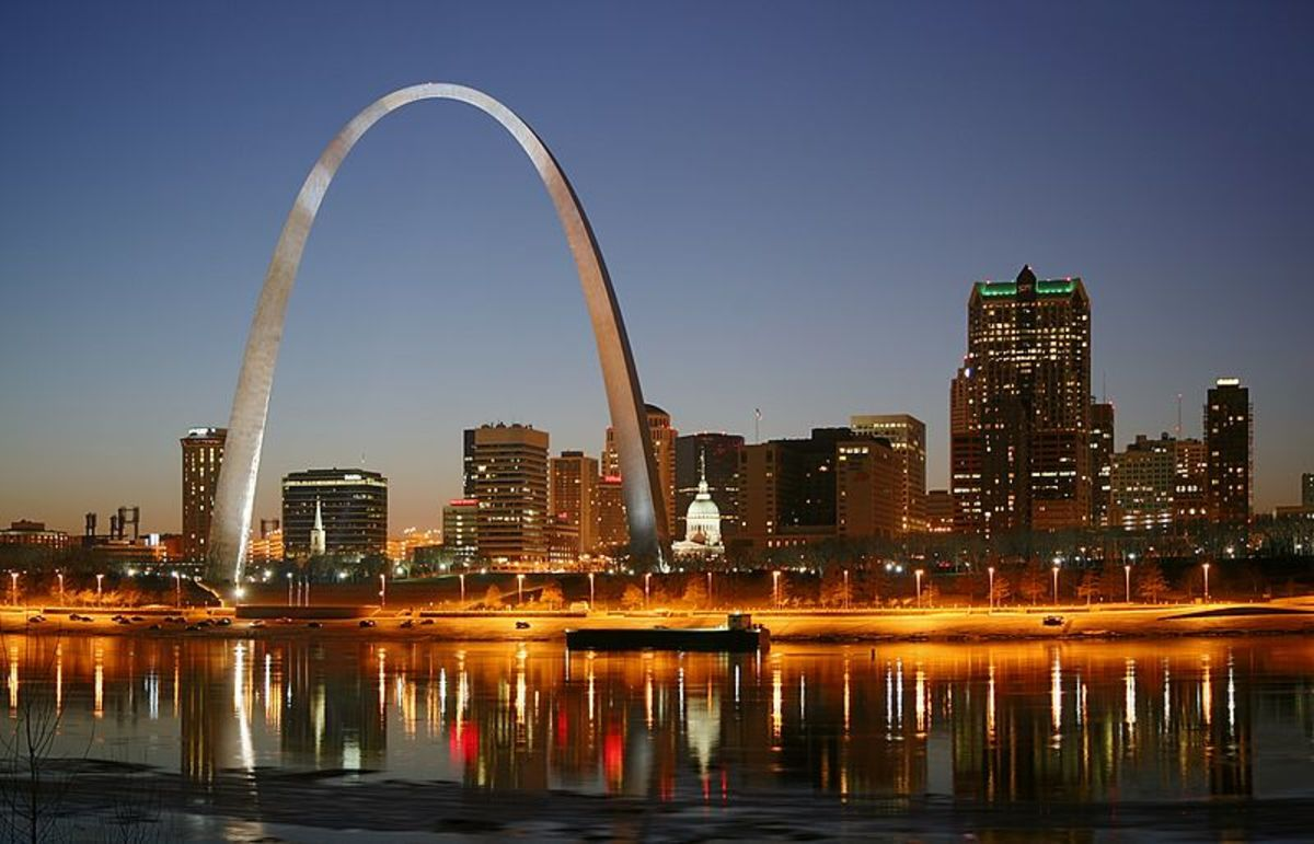 St. Louis on the Mississippi River by night. Jefferson National Expansion Memorial. Gateway Arch