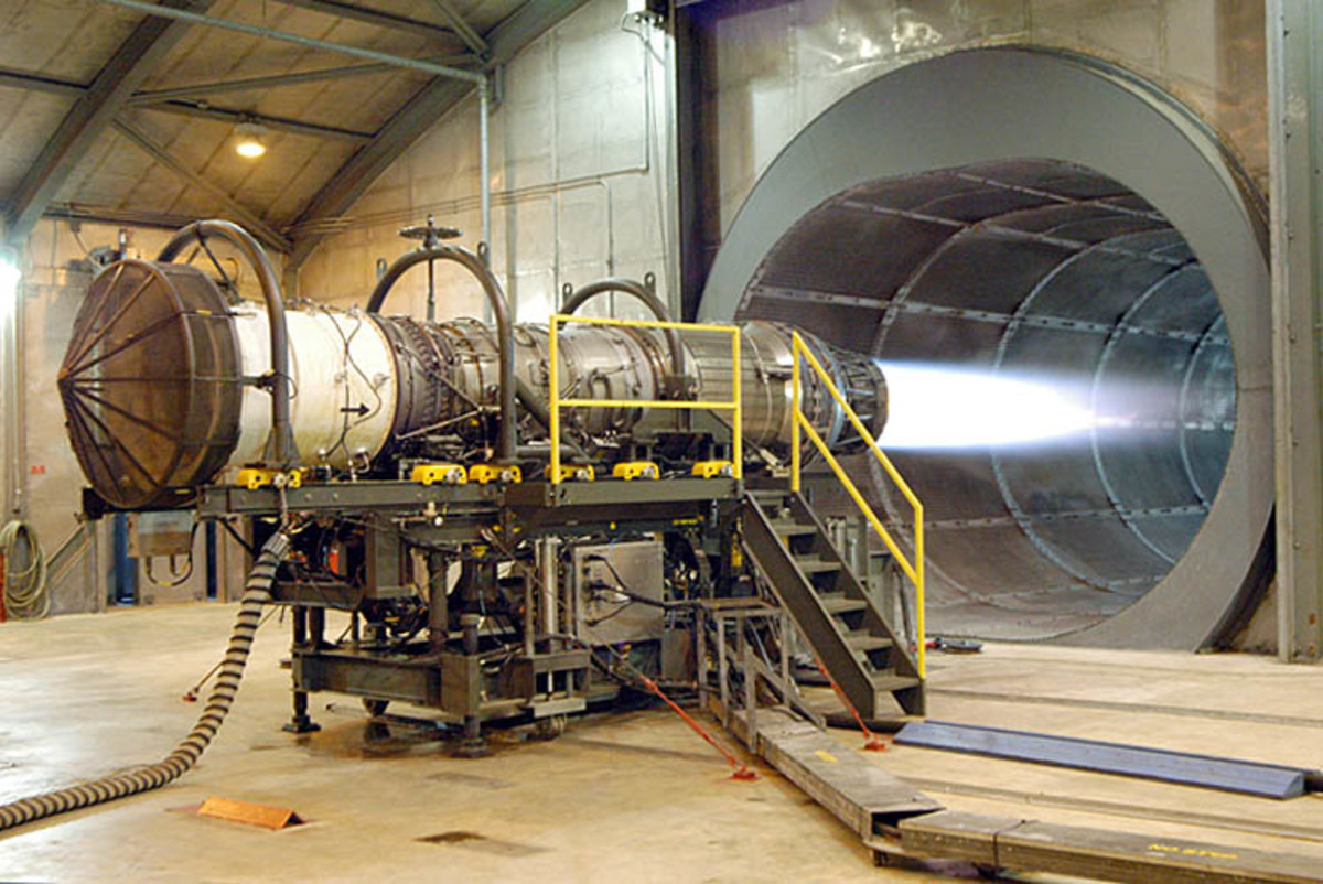 A Pratt & Whitney turbofan engine as used on the F15 fighter jet. This engine develops a thrust of 130 kN (equivalent to a weight of 13 tonnes)