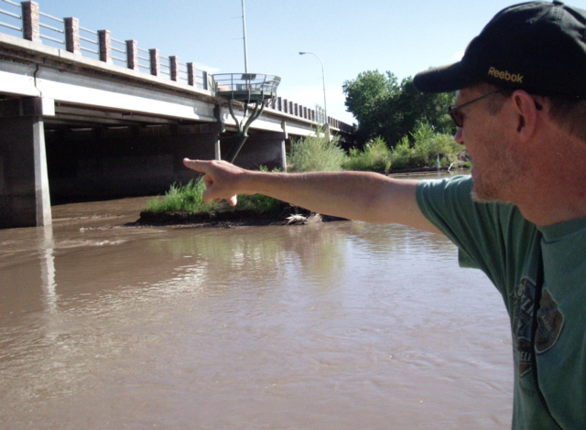 Explaining Albuquerque's recreation trails along  the Rio Grande River.