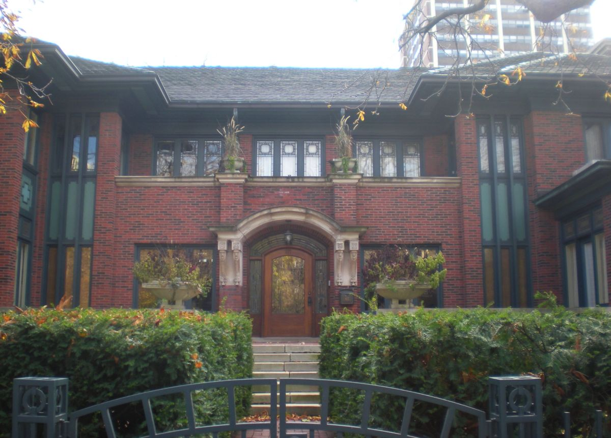 The entrance to 817 W. Hutchinson Street