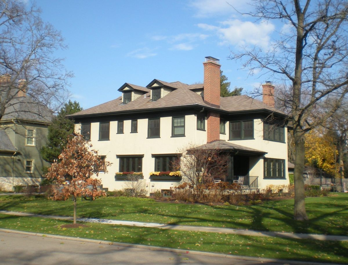 Wallace L. Serrel House (1908) at 337 Abbotsford Road.