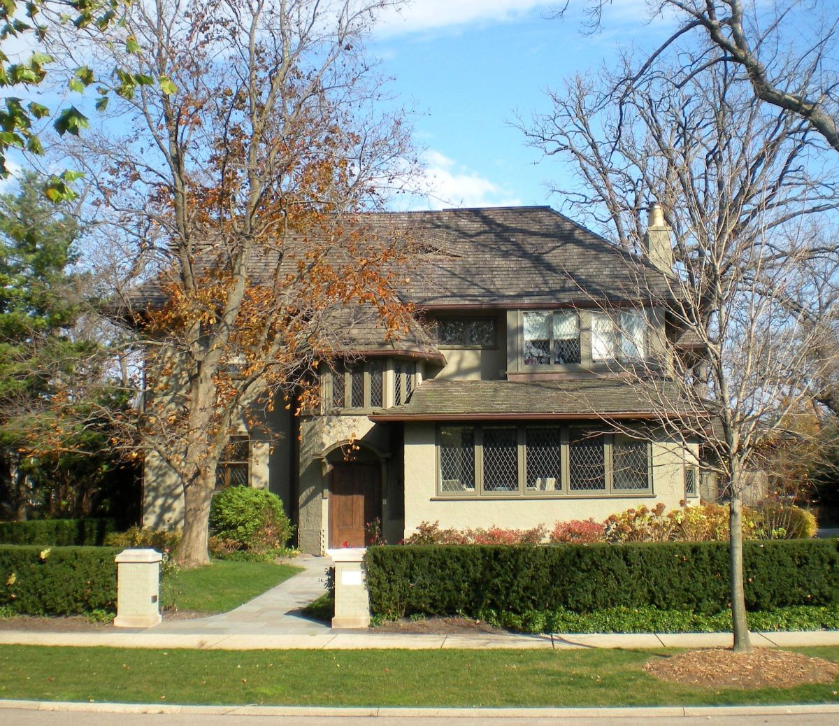 Manuel B. Hart House (circa 1907) at 315 Abbotsford Road, attributed to George W. Maher.