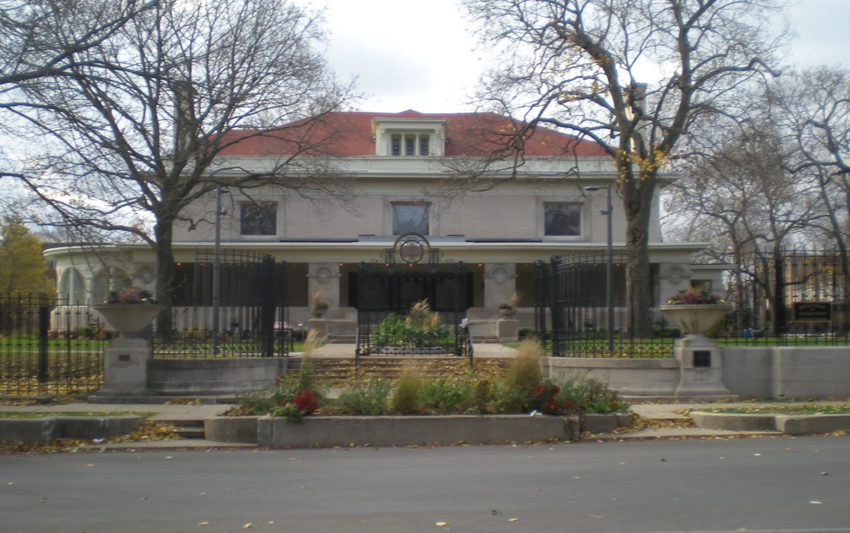 View of George W. Maher's Pleasant Home (1897-99), where Pleasant Street meets Home Avenue.