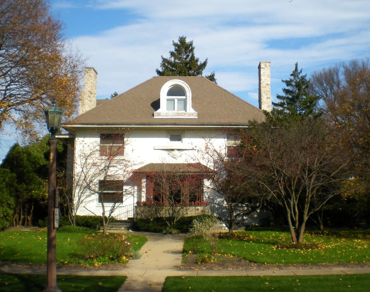 C. M. Roe House (1905) at 337 Essex Road.