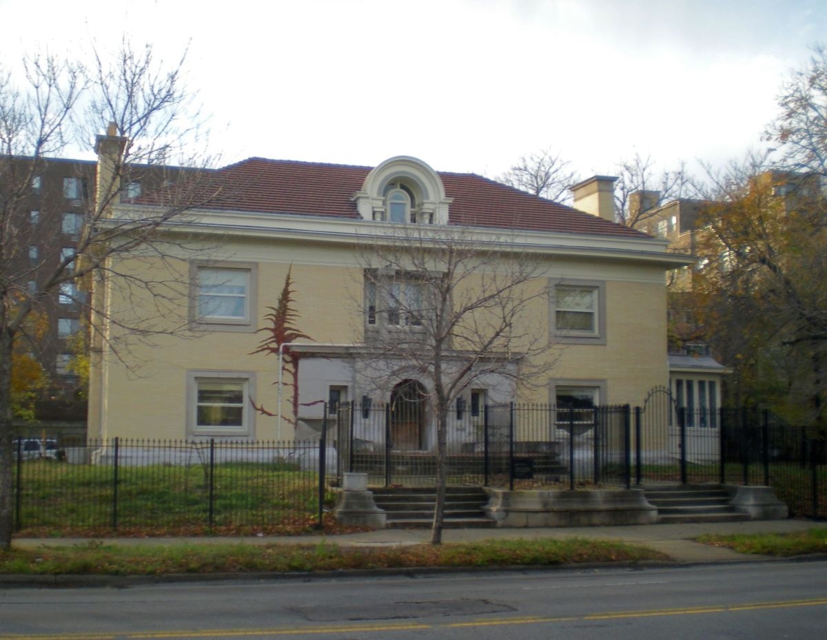The Harry M. Stevenson House (1909) at 5940 N. Sheridan Road in the Edgewater neighborhood.